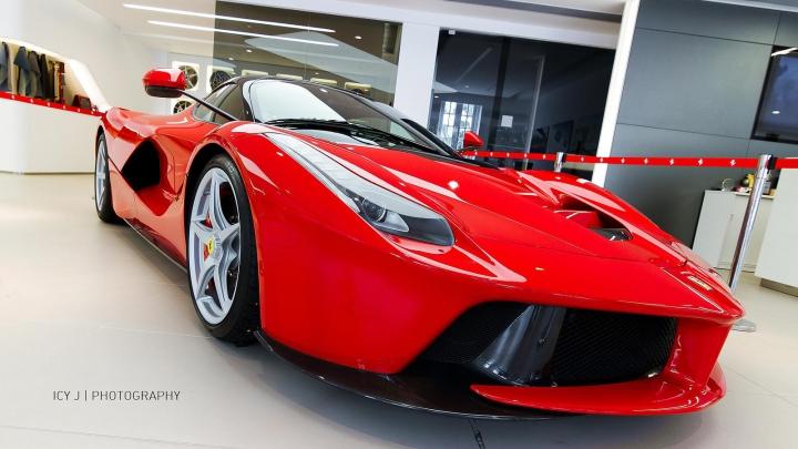 Pentru ce trebuie să plătească 1.250.000 de euro mai mult clienţii celui mai dorit Ferrari