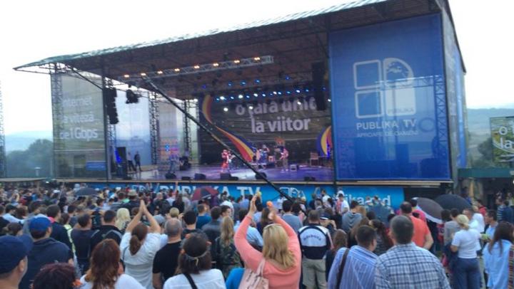 Ploaie de poze postate pe reţelele de socializare de la festivalul organizat de Publika la Complexul Vatra