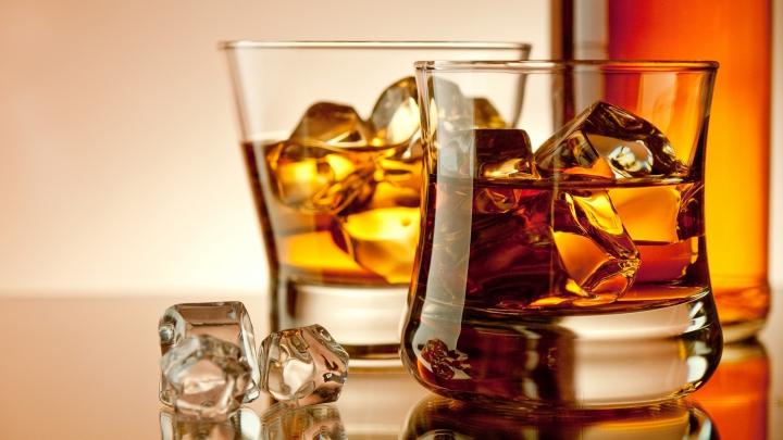 Rospotrebnadzor-ul atacă din nou. Rușii au găsit substanțe periculoase în celebrele mărci de whisky Jack Daniel's și Jim Beam