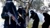 Bărbaţii şi femeile merg înarmaţi pe stradă. Imagini filmate în secret despre viaţa în interiorul grupării Statul Islamic