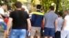 Rasism în fotbalul moldovenesc. Lupii galbeni l-au pus la punct pe un beţiv care le-a ofensat colegii de culoare (VIDEO)