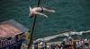 Campionul mondial la cliff diving, Artiom Silcenko, face spectacol în Spania
