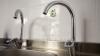 Mii de locuitori din Bălţi au rămas fără apă la robinete. Oamenii se trezesc cu noaptea-n cap şi stau în cozi la fântâni