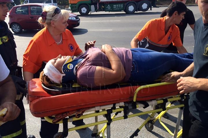 ACCIDENT GRAV la Stăuceni: Un microbuz s-a răsturnat, iar mai mulţi pasageri au fost răniţi (FOTO/VIDEO)
