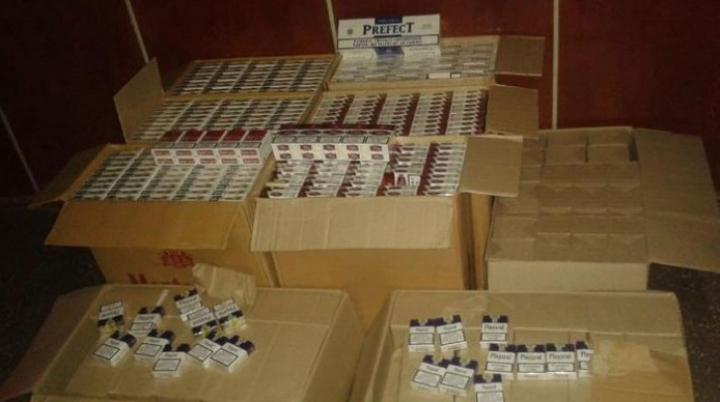 Doi moldoveni au reuşit să treacă ilegal ţigări de aproape jumătate de milion de lei peste Prut