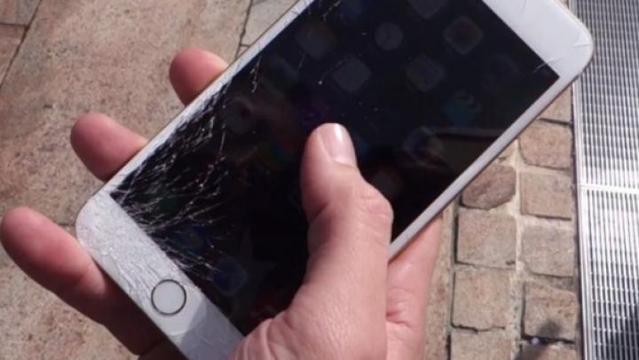 Suma uriaşă pe care trebuie să o plăteşti dacă ţi s-a stricat noul iPhone 6