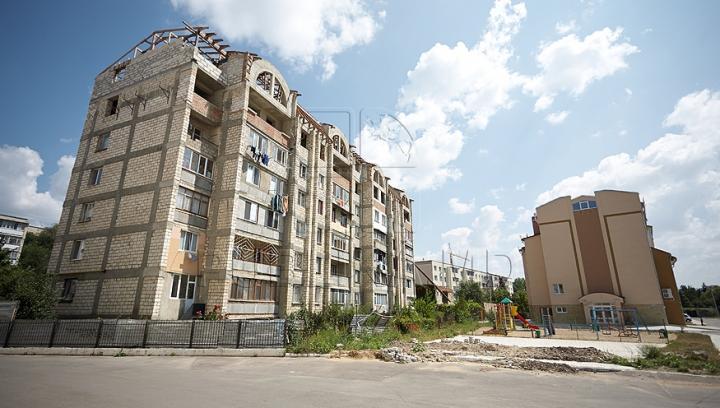 """""""Fluturi ai libertăţii"""" la Chişinău. Pe un bloc de locuit din capitală va fi dezvelită o nouă pictură monumentală semnată de artişti polonezi"""
