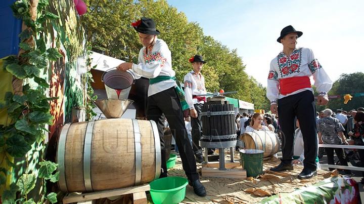 Dorin Chirtoacă vrea ca Festivalul Vinului să dureze două săptămâni. ''Poate fi o carte de vizită a moldovenilor''