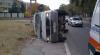 Accident în capitală: Un microbuz ce transporta produse lactate s-a răsturnat (VIDEO)
