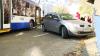 Ambuteiaj în centrul capitalei: O femeie a avut de suferit după ce un troleibuz s-a ciocnit cu un automobil (VIDEO)