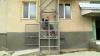 Ascensor de artizanat. Un tânăr cu dizabilităţi acum poate coborî de la etajul doi