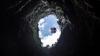 INCREDIBIL! Un bărbat de 70 de ani a aterizat cu un balon cu aer cald într-o peşteră (VIDEO)