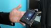E cel mai ciudat telefon, dar e și foarte rezistent. Doi arabi au testat anduranţa unui Blackberry Passport (VIDEO)