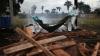 Momentul în care un bolnav de Ebola, declarat mort, revine la viaţă înainte de a fi incinerat (VIDEO)