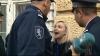 SCANDAL la Primărie! Domnica Cemortan a aruncat gunoi şi s-a certat cu poliţiştii (VIDEO)