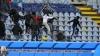 Bătaie în timpul unui meci. Arbitrul a fost nevoit să oprească partida pentru a calma spiritele din tribune (VIDEO)