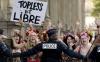 Protest topless la Paris! Zeci de turişti au admirat acţiunile manifestantelor dezgolite (VIDEO 18+)
