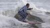 Competiţie inedită în SUA! Zeci de surferi au îmbrăcat costume bizare şi s-au distrat pe valurile oceanului