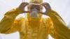 Costumul de protecţie contra Ebola este perfect pentru Haloween. O companie din SUA deja îl coase