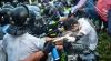 O nouă noapte cu violenţe la Hong Kong. Poliţia a folosit gaze lacrimogene şi bastoane
