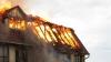 Incendiu de proporţii în capitală! Patru autospeciale au intervenit la faţa locului (VIDEO)