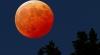 Cum au consemnat hinduşii eclipsa totală de lună observată noaptea trecută în mai multe ţări asiatice