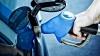 Petroliştii se ţin de cuvânt: Un prim detailist a coborât preţul la pompă