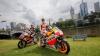 Spectacol pe motociclete: Dani Pedrosa şi Jack Miller s-au luat la întrecere într-un parc din Melbourne