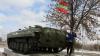 """Noi aplicaţii militare în stânga Nistrului. """"Militarii învaţă să treacă de obstacole pe tancuri"""""""