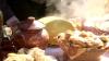 """Vin de calitate, bucate tradiţionale şi multă voie bună. Gospodarii şi-au expus produsele la festivalul """"Toamna de Aur"""" de la Călăraşi"""