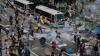 Noapte cu violenţe la Hong Kong: Zeci de oameni au fost arestaţi