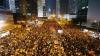 Noi violenţe la Hong Kong! Mii de oameni au blocat din nou activitatea instituţiilor guvernamentale