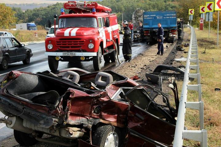 Accidente grave lângă Peresecina. Două maşini au luat foc, iar un şofer a murit (GALERIE FOTO/VIDEO)