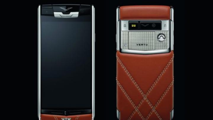 Bentley a lansat un smartphone împreună cu Vertu. Terminalul cu Android costă 12.500 de euro