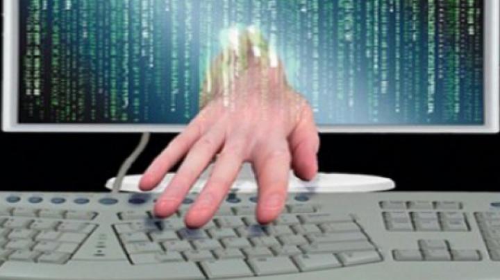 Un ucrainean, organizatorul unei reţele mondiale de infracţionalitate cibernetică a fost plasat în detenţie