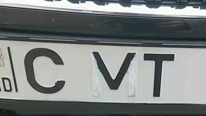 Cum a fost pedepsit şoferul care a modificat una din literele de pe plăcuța de înmatriculare