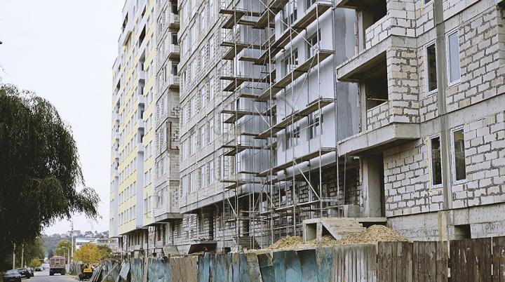 Managerul unei companii de construcţii din Chişinău a primit opt ani de închisoare pentru escrocherii imobiliare