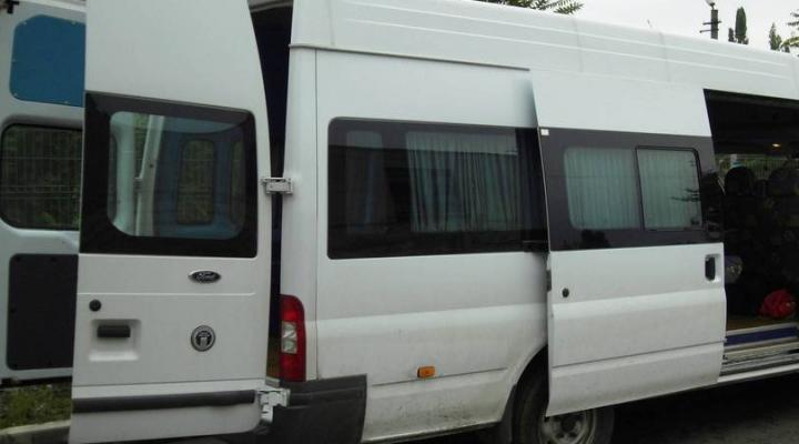 Un moldovean care venea din Italia, reţinut la postul vamal Sculeni. Ce au găsit vameşii în microbuzul acestuia