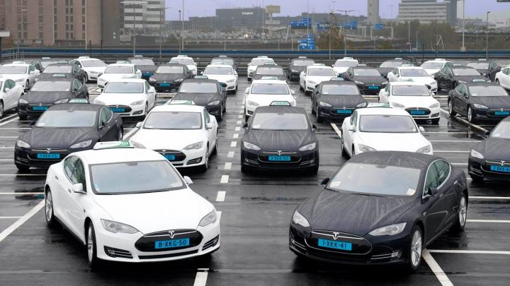 167 de vehicule Tesla Model S se vor transforma în taxiurile aeroportului din Amsterdam (FOTO)