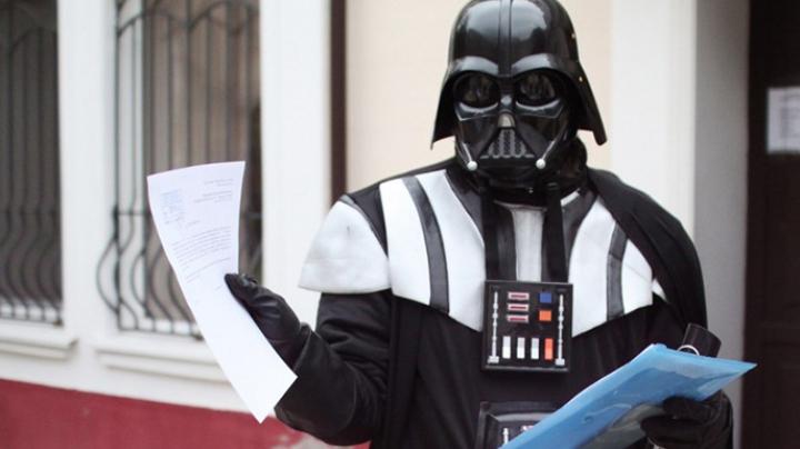 (VIDEO) Darth Vader îşi arată moţul. Ce clip electoral şi-a tras ucrainenaul care candidează din partea Partidului de Internet