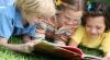 Studiu: Jumătate din moldoveni cred că se descurcă de minune fără cărţi. Preferă emisiunile la TV
