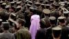 Cum arată o prezentare de modă în Coreea de Nord. Cerceii cu steluţă roşie sunt accesoriul perfect (FOTO)
