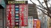 Leul moldovenesc îşi continuă declinul faţă de euro şi dolar