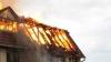 Alertă în oraşul Codru! Un bărbat a murit, după ce casa i-a fost cuprinsă de flăcări (VIDEO)