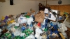 INCREDIBIL! Tone de gunoi au fost găsite într-un apartament din Capitală (VIDEO)