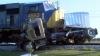 Două trenuri au spulberat un camion care nu a reuşit să frâneze la timp (VIDEO)