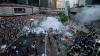 Violenţele au reizbucnit la Hong Kong. Zeci de poliţişti înarmaţi au încercat să disperseze mulţimea