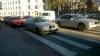 Sfidează Regulamentul rutier şi bunul simţ. Un conducător auto şi-a făcut un obicei de a parca pe zebră (FOTO)