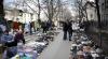 Trai cu zgomot şi mizerie. Pieţele ilegale din Chişinău sunt un coşmar pentru locatarii din preajmă (VIDEO)