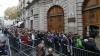 Români din ţările europene, nemulţumiţi că nu au putut să voteze. În unele oraşe poliţia i-a împrăştiat cu gaze lacrimogene